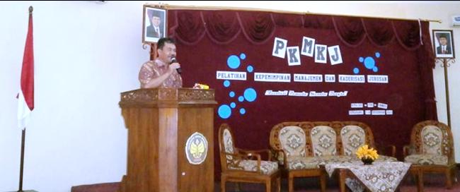 Pembantu Dekan Bidang Kemahasiswaan FBS Drs Syahrul Syah SInaga